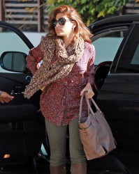 Ева Мендес, фото 4707. Eva Mendes arriving at the Kinara Skin Care Clinic & Spa, december 22, foto 4707