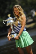 Виктория Азаренко, фото 223. Victoria Azarenka Posing with the Australian Open Trophy along the Yarra River in Melbourne - 29.01.2012, foto 223