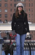 Энн Хэтэуэй, фото 5946. Anne Hathaway 'Walking her dog in Brooklyn', february 5, foto 5946