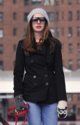 Энн Хэтэуэй, фото 5947. Anne Hathaway 'Walking her dog in Brooklyn', february 5, foto 5947