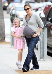 Дженнифер Гарнэр, фото 8404. Jennifer Garner and Violet out for a snack in Santa Monica, february 7, foto 8404