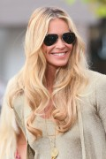 Эль Макферсон, фото 1079. Elle MacPherson at The Grove to appear on the programme 'Extra', february 20, foto 1079
