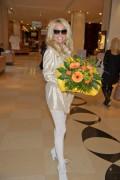Памела Андерсон, фото 4999. Pamela Anderson arrival at Vienna International Airport, march 4, foto 4999